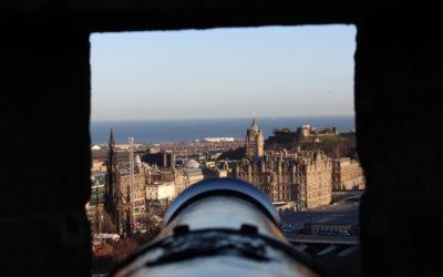 """جولة في """"قلعة أدنبرة"""" التاريخية"""